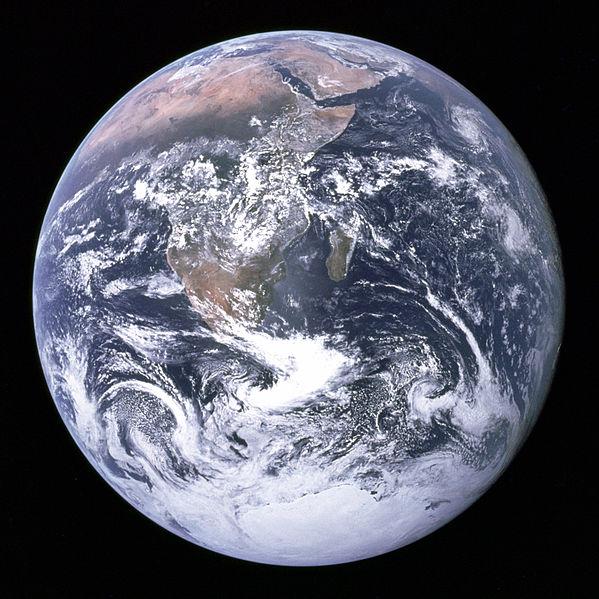 """著名的""""蓝色弹珠""""照片,由阿波罗17号太空船于1972年拍摄"""